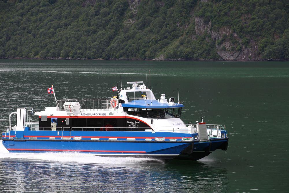 Lyddempende plastkompositter skal dempe nesten all lyd fra motorrommet i store båter, ifølge professor Litian Wang. Foto: Brødr. Aa AS.