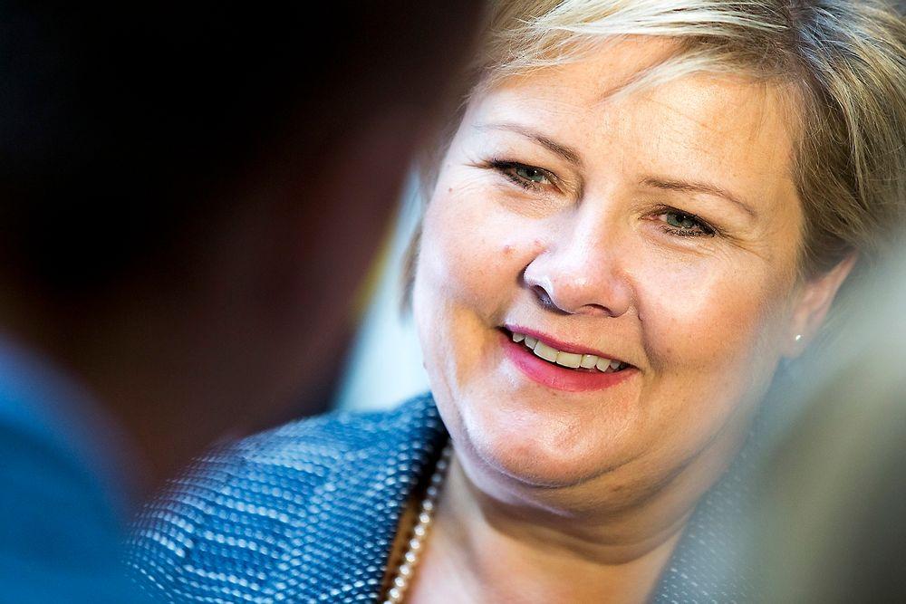 To timer før hun formelt blir landets andre kvinnelige statsminister leste Erna Solberg opp listen med statsråder for pressen i Stortingets vandrehall.