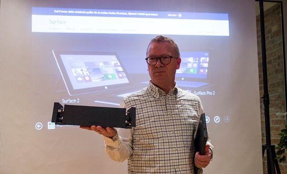 Blir til skivebords-PC: Microsofts direktør for Windows og Surface i Norge, Christian Almskog, mener denee dokken er perfekt for alle som vil burke Surface Pro 2 som skrivebords-PC.