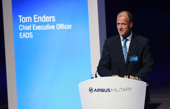 EADS-sjef Tom Enders under overrekkelsesseremonien for det første A400M-flyet.