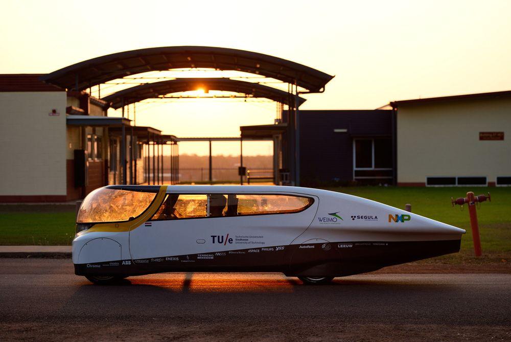 Den soldrevne bilen skal i løpet av et år kunne produsere mer energi enn den forbruker under kjøring, ifølge teamet bak bilen.