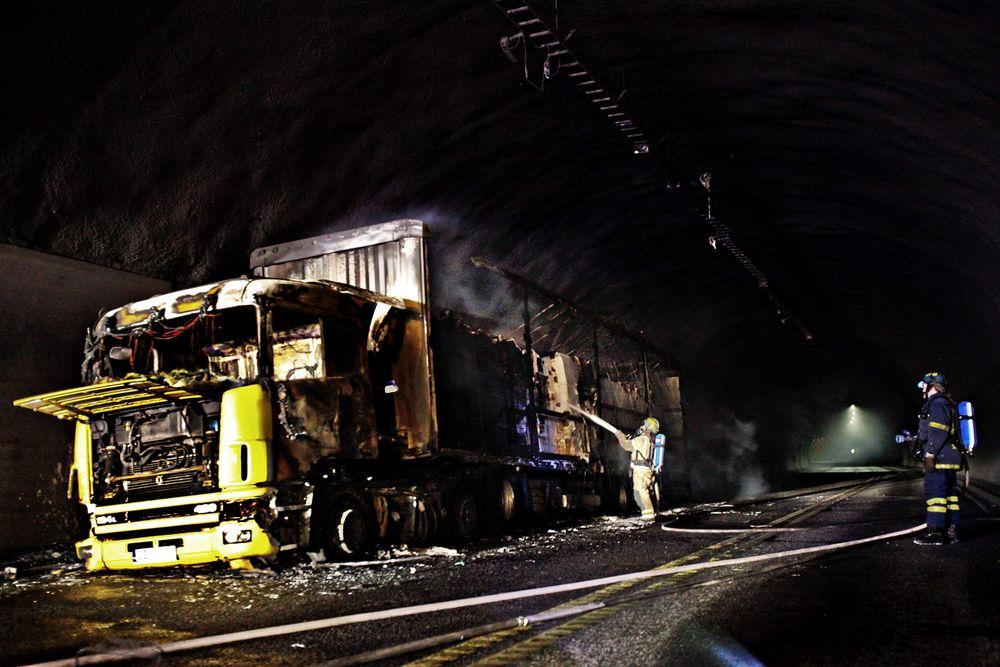 Dette vogntoget tok fyr i Oslofjordtunnelen i mars 2011. Få måneder sener, i juni 2011 oppstod nok en dramatisk brann.