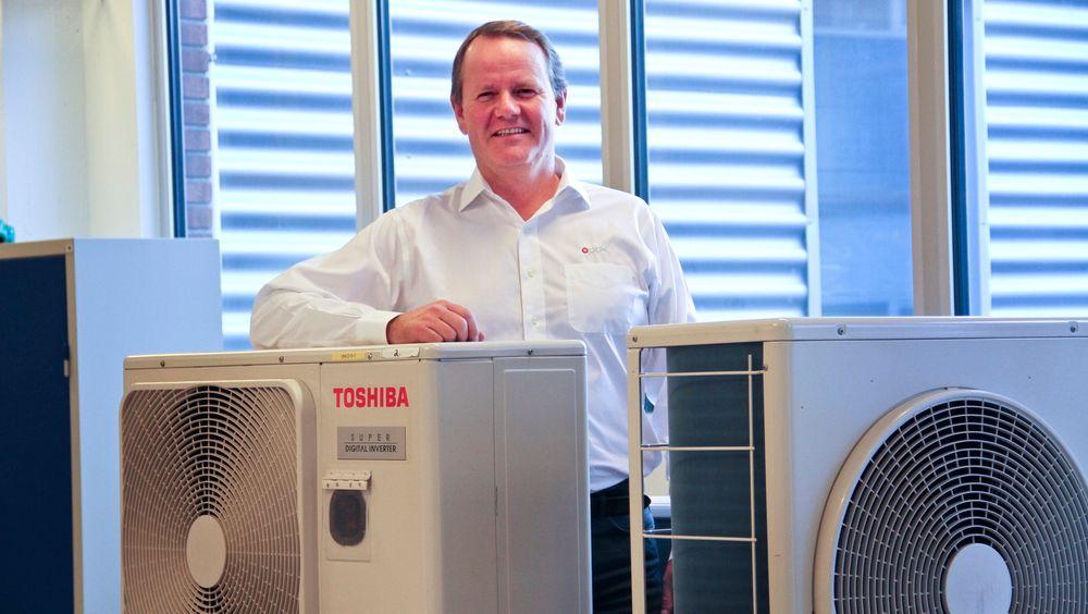 Hos varmeleverandøren ABK, som leverer både solfangere og varmepumper, er Christian Arnesen kritisk til hvordan professor John Rekstad bruker innsamlede data til å sette de to systemene opp mot hverandre.