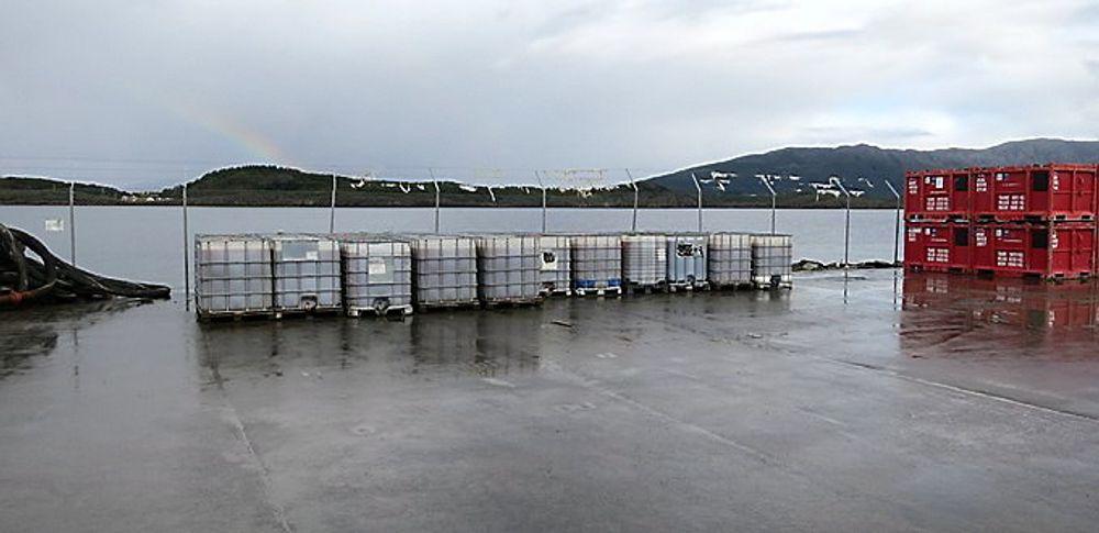 HASTESTENGT: Sandnessjøen gjenvinningsanlegg må stenge umiddelbart på grunn av vedfarende forurensningsfare. Foto: Miljødirektoratet