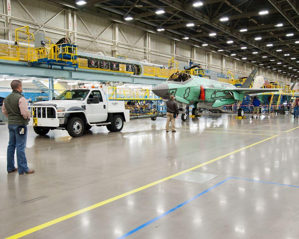 For fem måneder siden ble Nederlands andre F-35 rullet ut av fabrikken i Texas. De første to norske flyene skal være klare om drøyt to år.