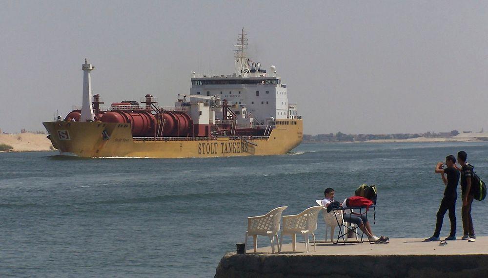 Stadig flere skip blir registrert i Norsk internasjonalt skipsregister. Her er et skip fra det norsk-bermudiske rederiet Stolt-Nielsen på vei gjennom Suezkanalen.