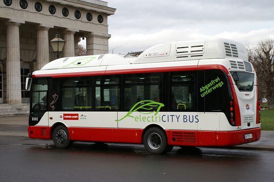 Miljøbuss: Uten støy og utslipp kjører 12 batteribusser rundt i Wien. Avhengig av ruten og hvordan de lades underveis kan de kjøre mellom 12 og 15 mil.