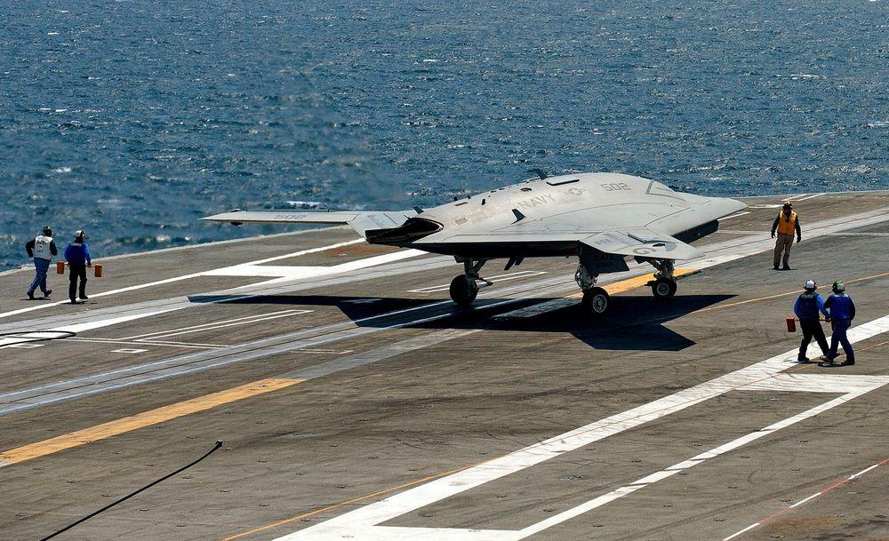 Kan selges: Her har det førerløse flyet X-47B landet på hangarskipet USS George H. W. Bush i Atlanterhavet. USA vil nå selge droner til sine allierte.