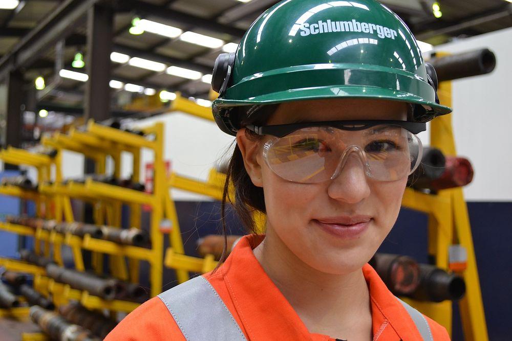 Studiene har tatt Lena Karlsen (23) jorden rundt. Her hos Schlumberger i Aberdeen.