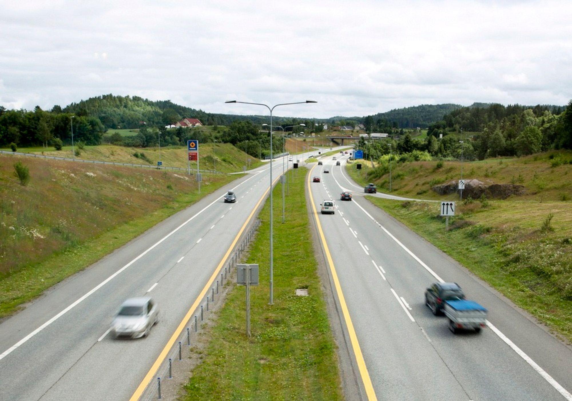 Statens vegvesen mener det er behov for ytterligere 230 mil med midtdelere på norske veier. Dette vil minske sjansene for alvorlige ulykker med 75 prosent.