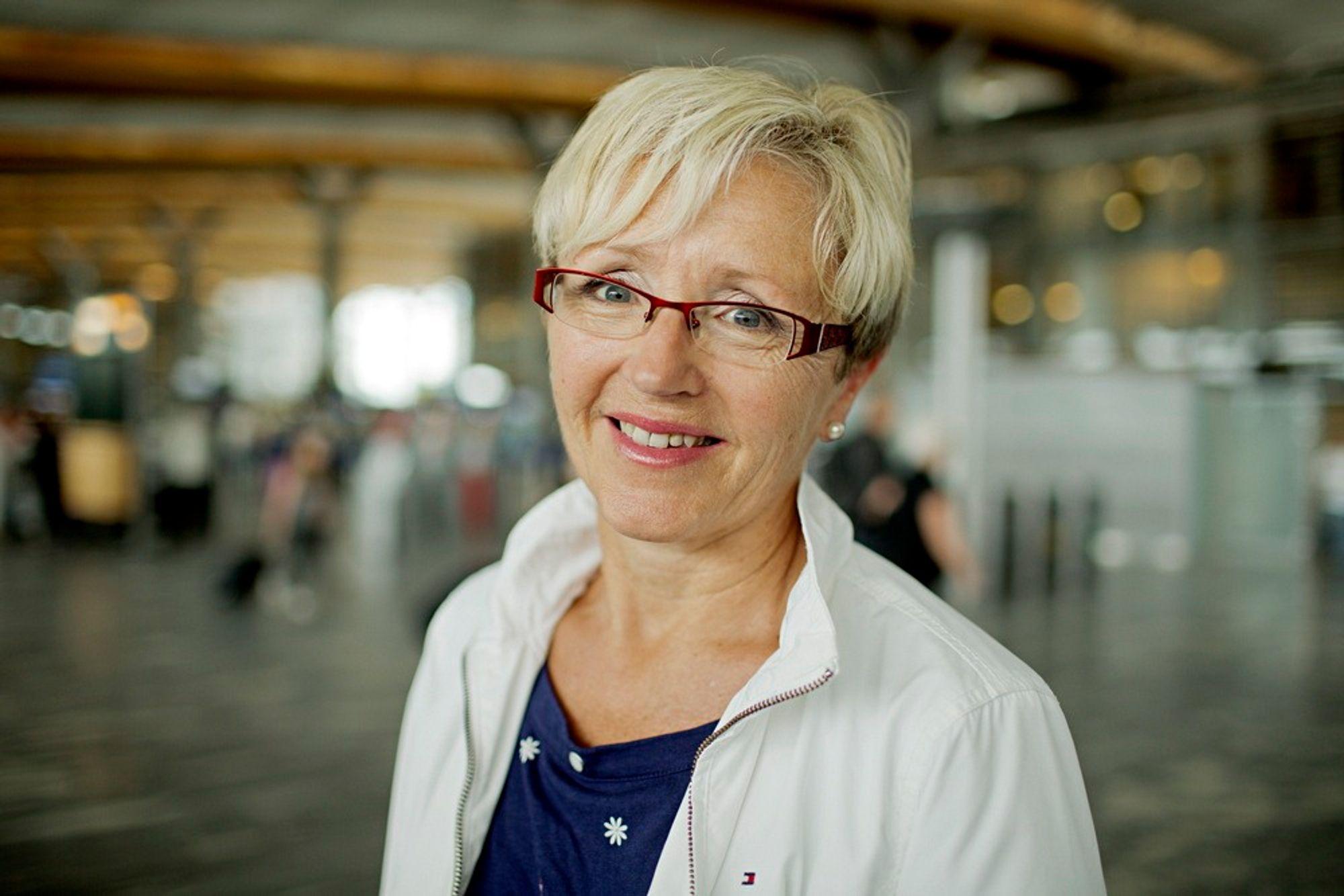 VIL HA VEI: Kommunal- og regionalminister Liv Signe Navarsete mener veiutbygginger er vel så viktig som jernbaneutbygging.