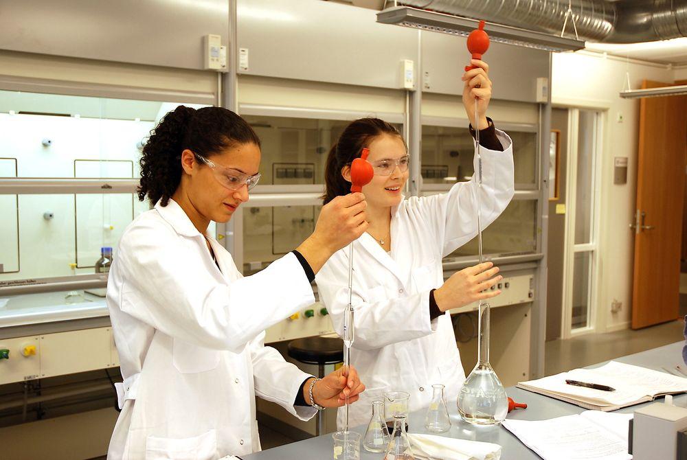 HAR PLASS: Høgskolen i Oslo og Akershus er ett av lærestedene som fortsatt har ledige studieplasser, blant annet på ingeniørstudiet i bioteknologi og kjemi. FOTO: Janne Veirud/HiOA