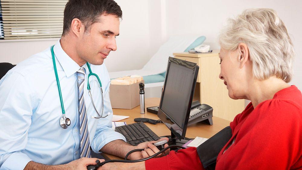 Snart trenger du kanskje ikke dra til legen for å få målt blodtrykket. Sensorer på kroppen kan gjøre det automatisk.