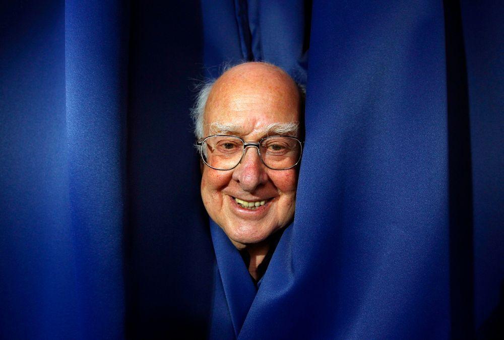 Professor emeritus Peter Higgs får Nobelprisen i fysikk for sitt arbeid med Higgs-bosonet sammen med franske François Englert.