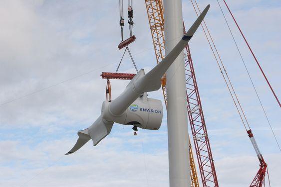 Nacellen, rotoren og rotorbladene løftes i løftes i ett i Danmark.