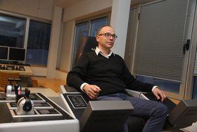 Førersetet: Scana Volda leverr også kontroll- og styrmngsystemer. Driftsdirektør Oddbjørn Følsvik i opplæringssimulatoren.