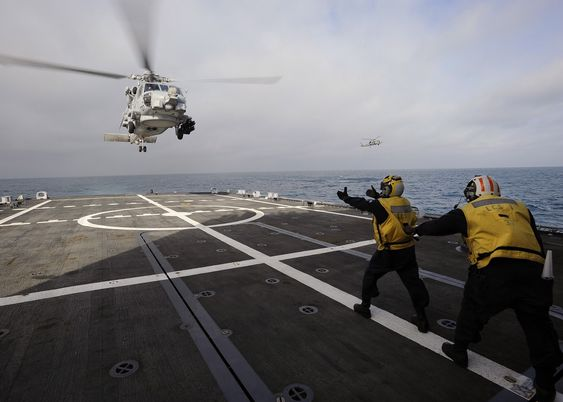 Det danske forsvaret har bestilt ni slike MH-60R Seahawk fra Navair/Sikorsky/Lockheed Martin. Norge har bedt om pris på samme helikoptretype.