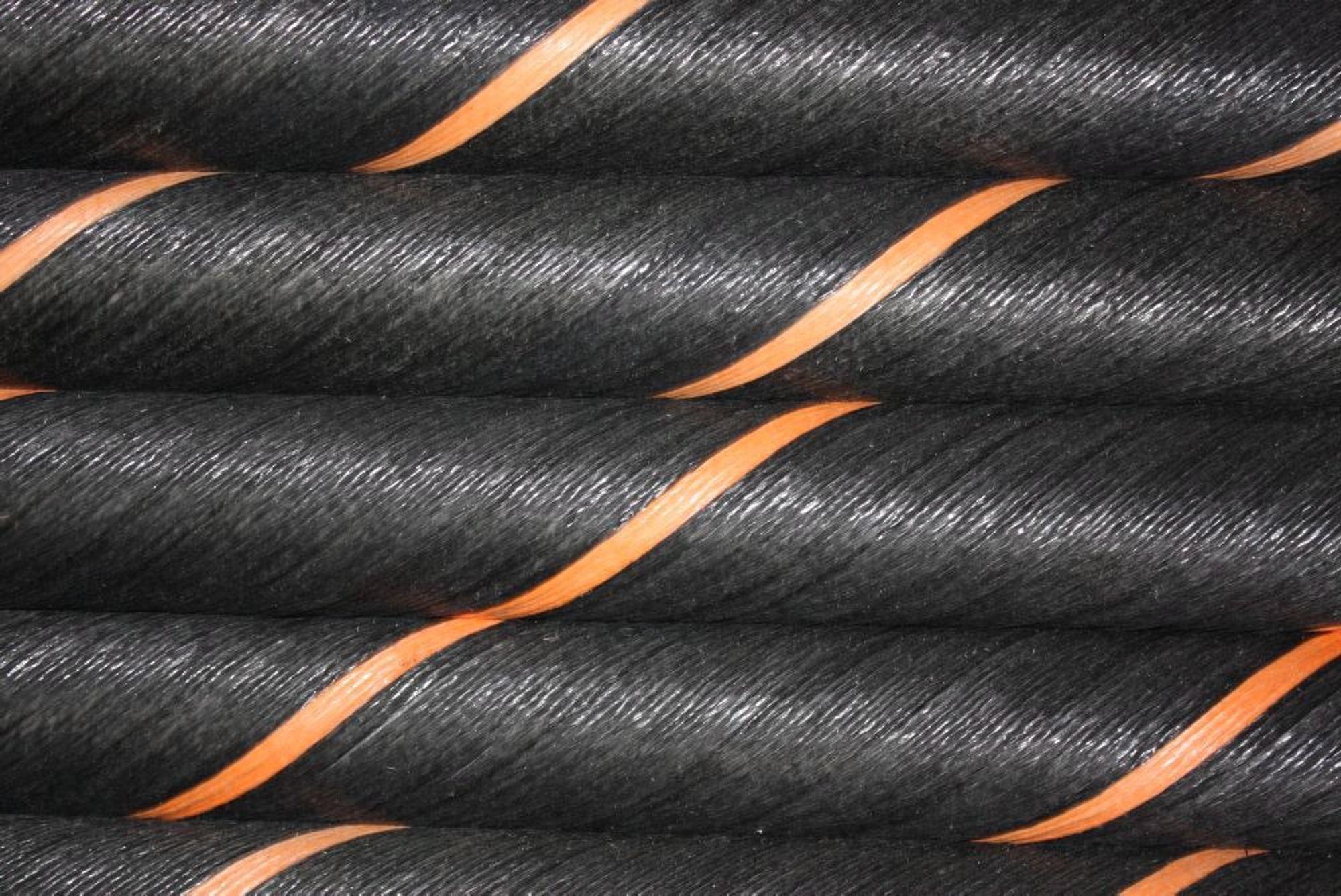 Når NorNed-kabelen er ute av drift fram til jul, vil det gi billigere kraft i Norge.