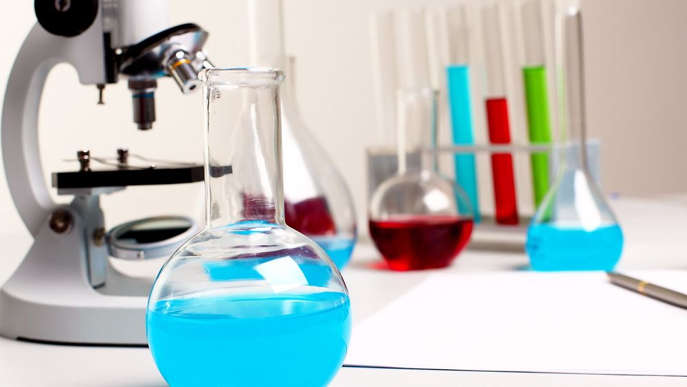 Ulike reaksjonsbetingelser må testes ut før storskalaproduksjon av kjemikalier.
