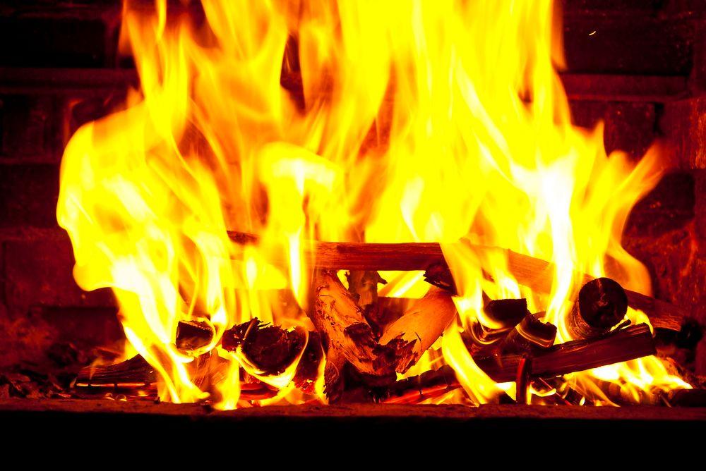 Bransjeforeningen Norsk Varme mener myndighetene må gi økonomisk støtte til bytte av ovner.