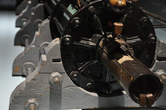 KRIG: Med den elektromagnetiske kanonen håpet Kristian Birkeland å skape et økomisk grunnlag for sin Nordlys-forskning. To prototyper ble laget. Presentasjonen i 1903 ble ikke noen stor suksess.