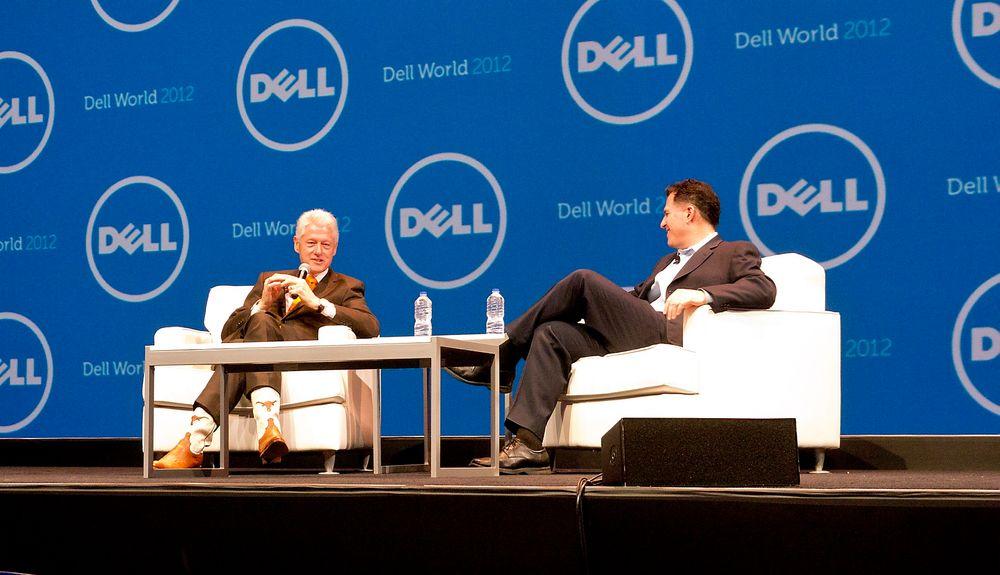 Michael Dell hadde Bill Clinton som gjest under hovedforedraget på Dell World i Austin, Texas. Sistnevnte stilte for sikkerhets skyld i cowboyboots.