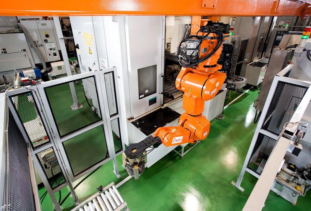 Styres enkelt: Det er roboter som dette touch-teknologien til PPM kan brukes på.  Denne roboten heter for øvrig Nachi MR 20.