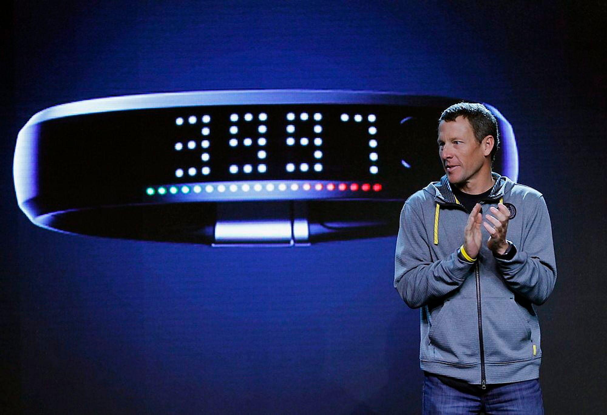 NIKE FUELBAND: Syv ganger Tour de France-vinner Lance Armstrong lanserte nye NIKE+ FuelBand, et innovativt armbånd som måler og logger alle dine bevegelser.