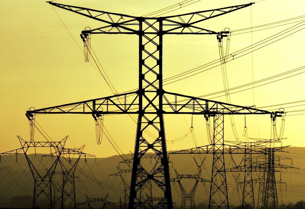 VIL SKAPE FORUTSIGBARHET: – Vi forsøker å beskrive hvordan prisen på elektrisitet vil bevege seg framover basert på hvordan markedet har vært fram til nå, sier Fred Espen Benth.