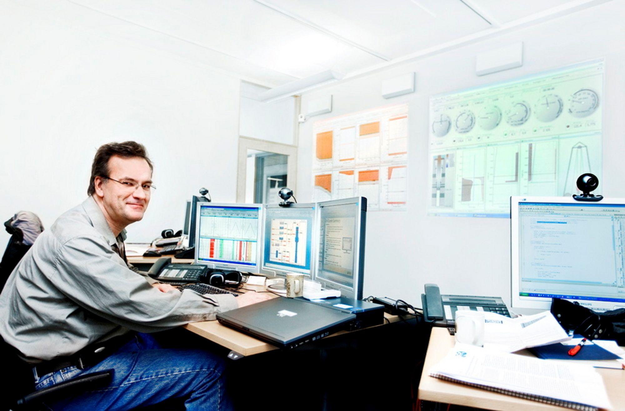 ENDRER METODENE: Erik Cayeux, forskningsleder og hjernen bak DrillScene, viser verktøyet som kan endre boremetodene i industrien.