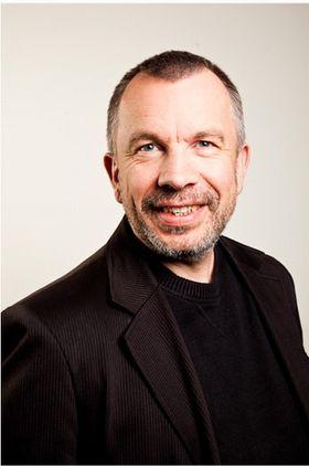 Professor Dag Svanæs har forsket på menneske-maskin interaksjon i over 20 år, og stiller seg skeptisk til spørsmålet om Googles brilleinnovasjon vil bli en kommersiell suksess.