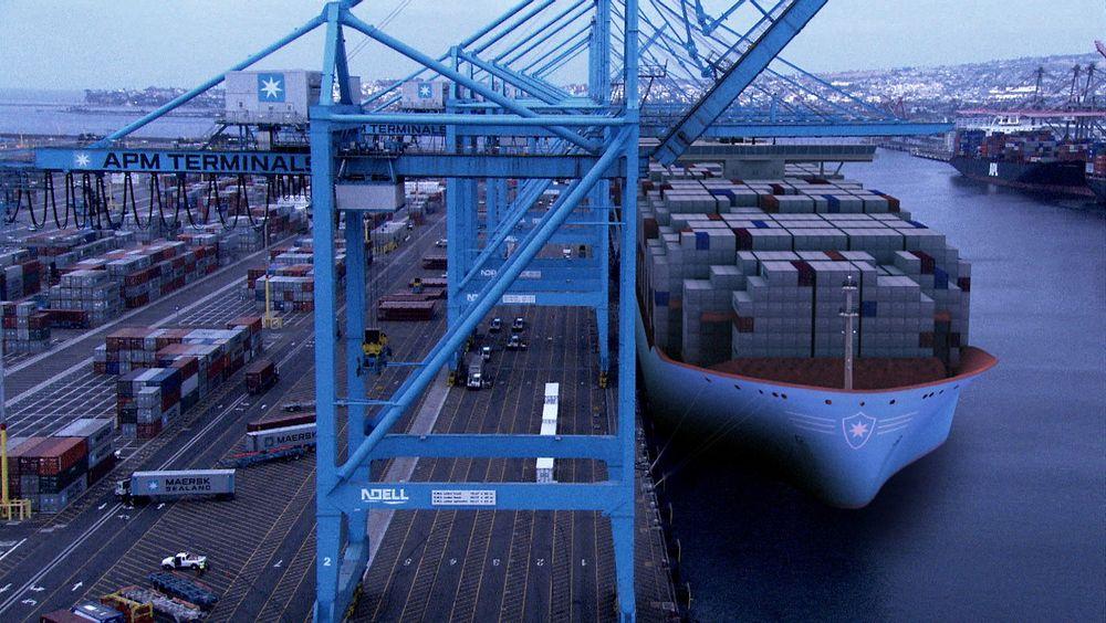 Rundt 80 prosent av utslippene fra internasjonal shipping stammer fra deep-sea-segmentet og de store skipene.  Maersk Triple E-skipene var et  skritt i retning av mer energieffektive skip, men utslippene er likevel betydelige. Nå bestilles stadig flere med LNG-motorer.