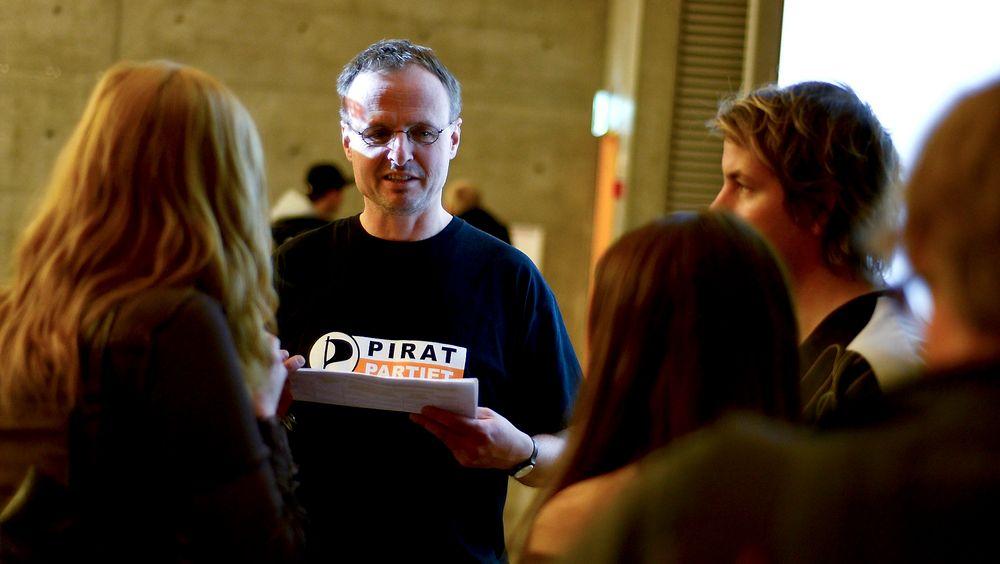 Opera-direktør Håkon Wium Lie kaprer studenter med sitt engasjement. Nå fronter han Piratpartiets underskriftskampanje.