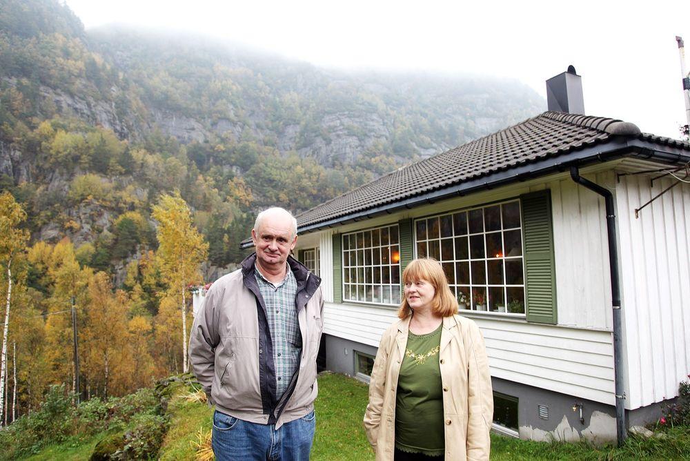 NYE PLANER: Ekteparet Inger Johanne Versland og Tor Peder Pedersen håper at de får fortsette å bo i huset sitt. FOTO: Mona Sprenger