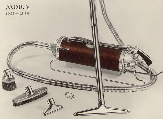 Modell V: I 1921 kom Electrolux Modell V skliende inn i markedet på skinner og med luftstrømmen rett igjennom rørkonstruksjonen. Den var lettere, billigere og etablerte et prinsipp som har holdt seg opp til våre dager.