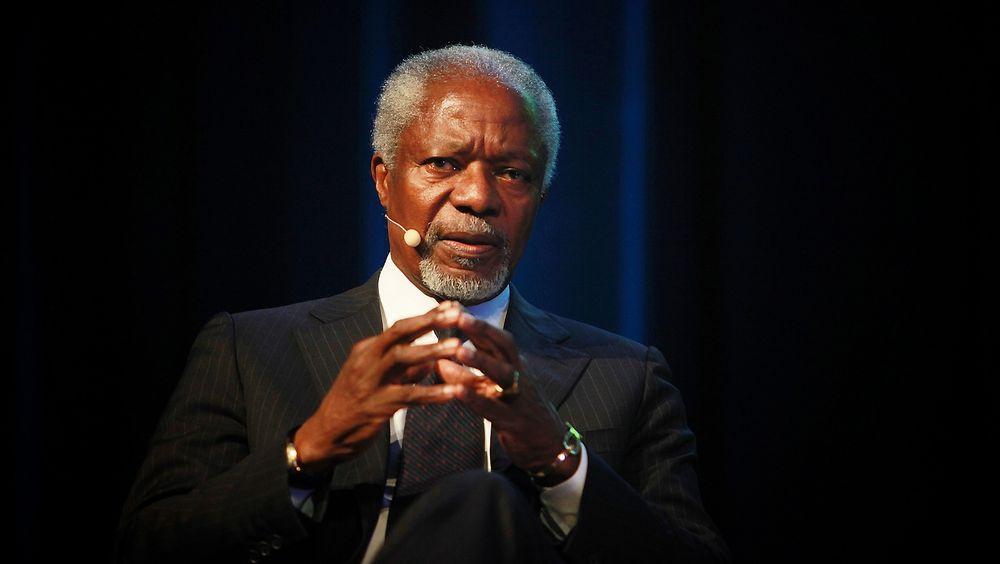 Kofi Annan mener en satsing på ren energi vil gjøre at fossil energi automatisk skvises ut på sikt.