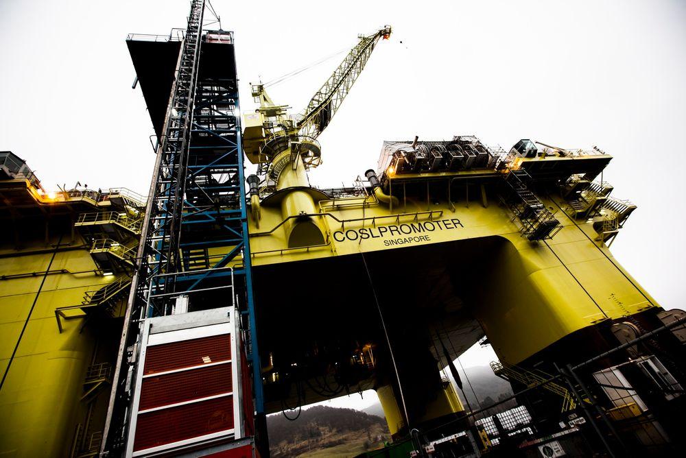 Gjøres klar for Troll: COSL Promoter skal klargjøres i Ølensvåg, før den skal til Trollfeltet og jobbe for Statoil i åtte år. FOTO: Håkon Jacobsen