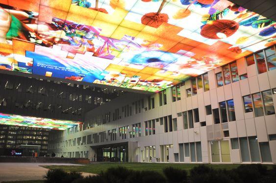 VIDEO: De eksterne videoskjermene ved inngangspartiet var Statoils egen idé, ifølge A-lab.