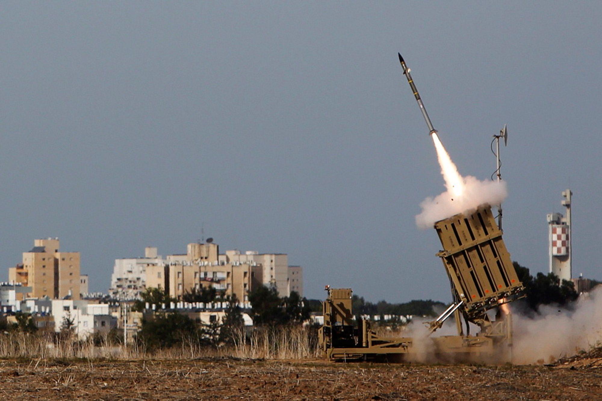 Rakettforsvaret «jernkuppelen» tas i bruk for å avskjære en rakett avfyrt fra Gazastripen. Hver gang «jernkuppelen» brukes, koster det rundt 300.000 kroner.