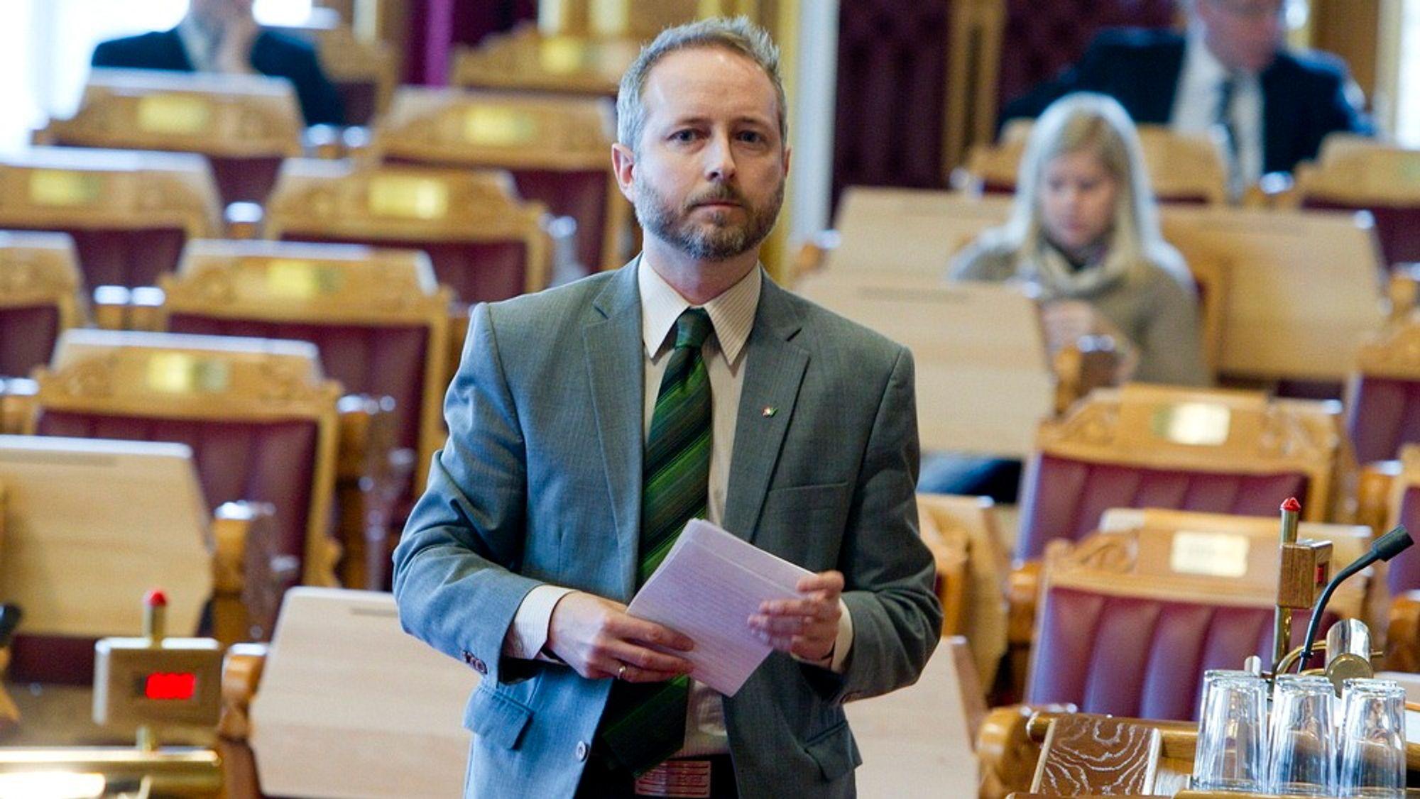 Bård Vegar Solhjell liker ikke rykter, og ber Høyre vente å se hva slags mål for energieffektivisering regjeringen kommer tilbake til Stortinget med. FOTO: NTB Scanpix