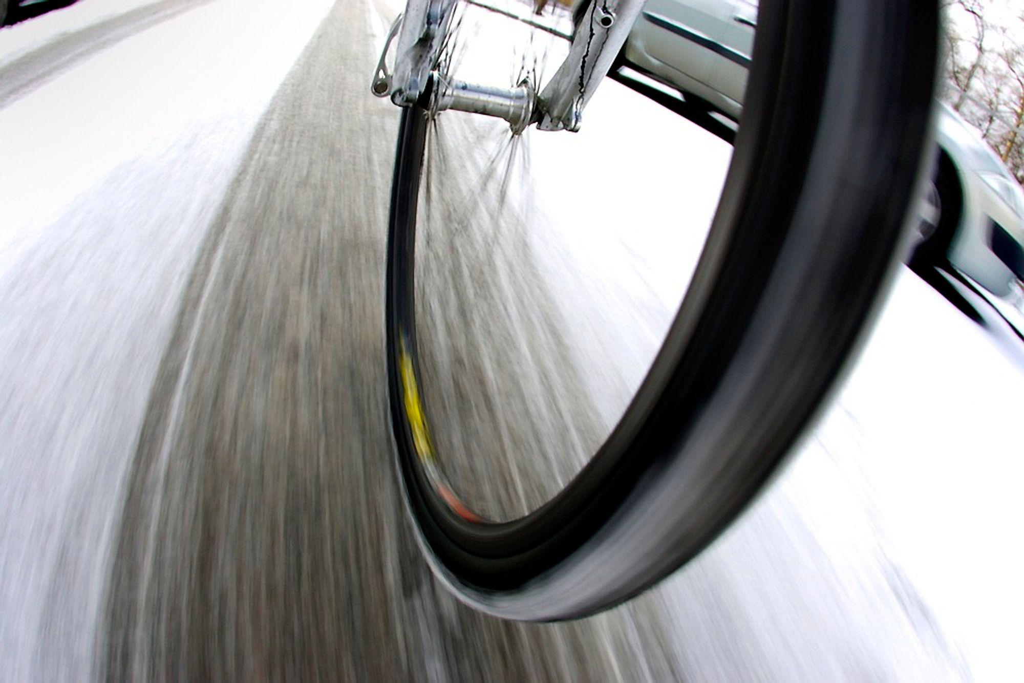 Flere byer i Nederland undersøker mulighetene for å varme opp sykkelveiene for å holde is og snø unna.