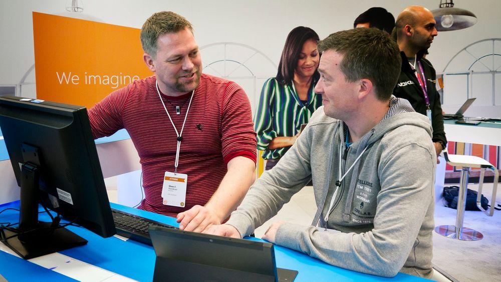 Vinnere: Glenn Henriksen i Evry og Geir-Tore Lindsve fra Webtop Solutions vant Microsofts Hackathon for lynrask utvikling av sin nettskykoblede restarantapp.