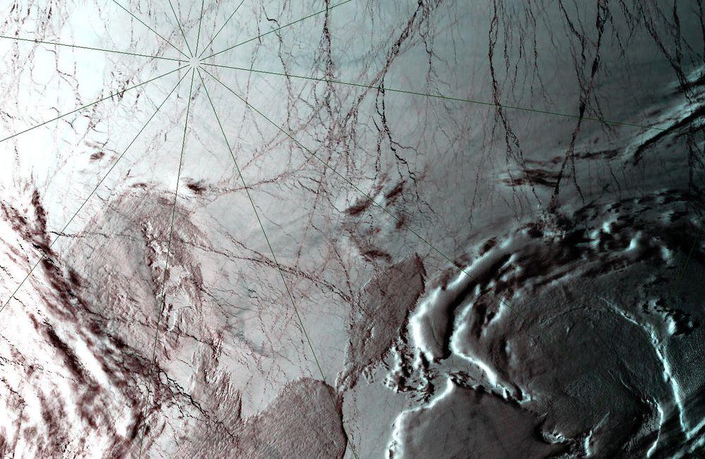 Russiske forskere har i høst samlet inn data for å bevise at Mendelejevryggen i Nordishavet tilhører Russland. Her er Nordpolen fotografert fra romfartøyet Terra.