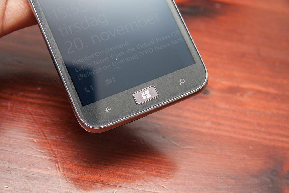 Taster: Det er tre taster under skjermen på alle Windows-telefoner: Tilbake, start og søk.