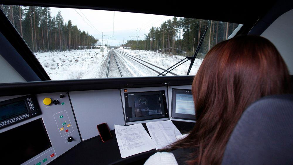 MÅ MODERNISERES: Det finnes ingen alternativ til ERTMS, og innføringen haster, mener Samferdselsdepartementet. I Sverige, hvor dette bildet er fra, har Trafikverket lånt noen av SJs nye Bombardier-høyhastighetstog for å teste ERTMS-systemet. Der er innføringen allerede i gang.