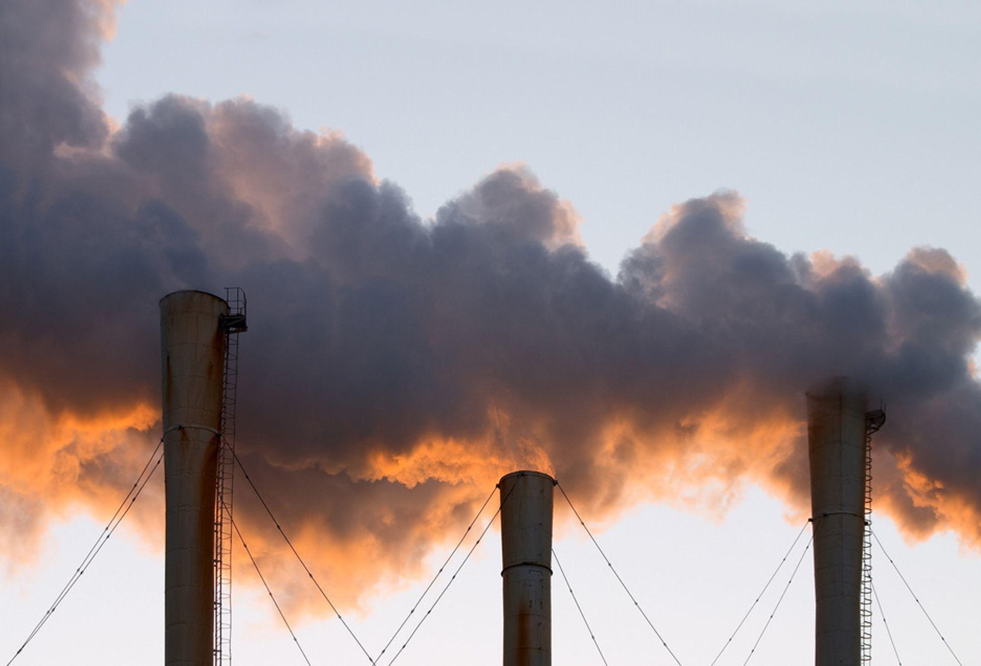 De siste årene har utslippene av miljøgifter vært stabile, mens klimagassutslippene stadig når rekordnivåer.