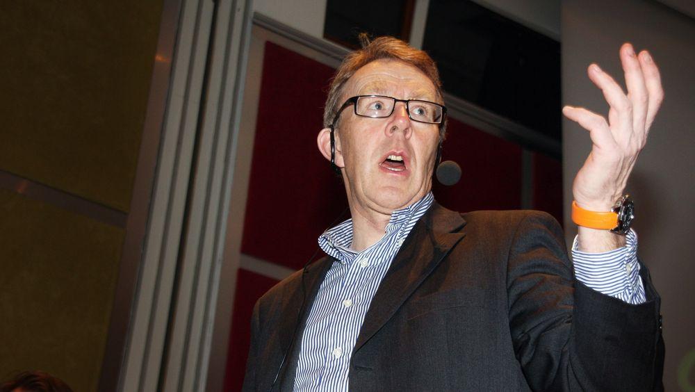 IKT-Norges generalsekretær Per Morten Hoff mener det er klassisk hersketeknikk når Direktoratet for nødkommunikasjon hevder hans argumentasjon er full av feil.