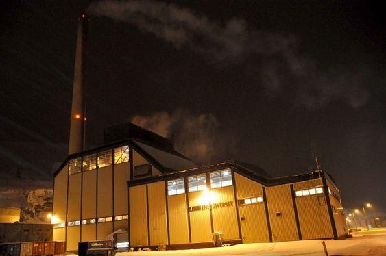 VETERAN: Norges eneste kullkraftverk står i utkanten av Longyearbyens sentrum. Foto: Fredrik Drevon