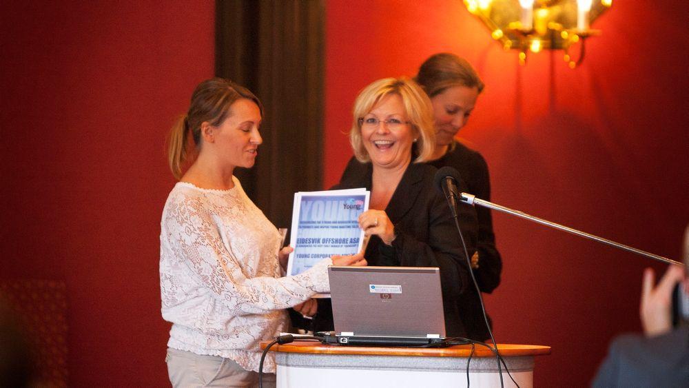 Her mottar Eidesvik anerkjennelsen for sin satsing på unge talenter.