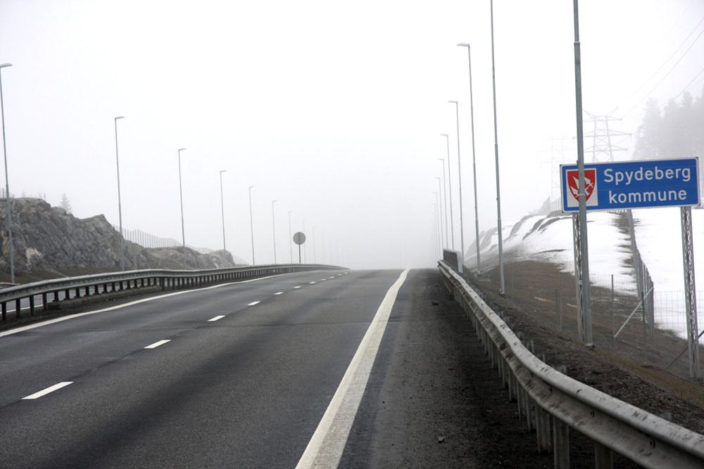 Statens vegvesen går til sak mot AF Gruppen for å få dem til å ta ansvar for telehivskadene på nye E18 i Østfold.